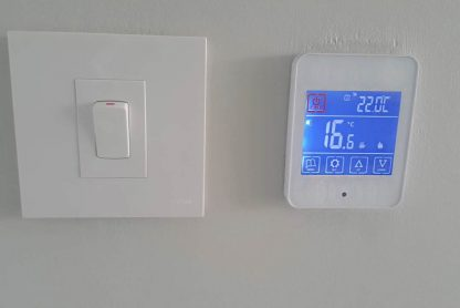 Programmable-touch-screen-thermostat